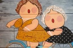 2 dikke dames op de fiets